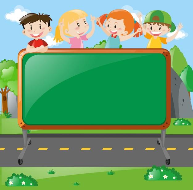 ボード上の子供たちとのフレームデザイン