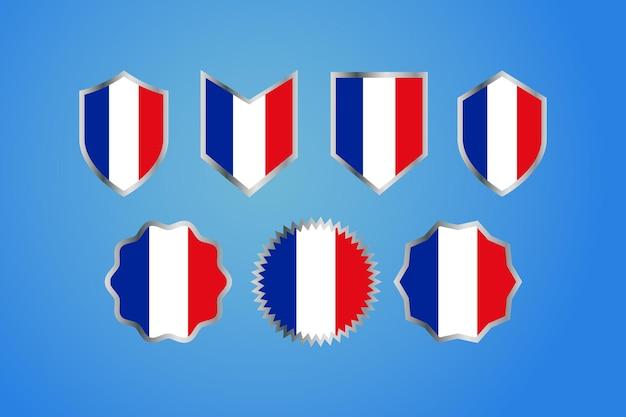 銀のボーダーバッジが付いているフランスの国旗