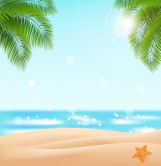 あなたのデザインのための無料のビーチ。スカイブルーの海、黄金の砂浜、ヤシの葉のある風景
