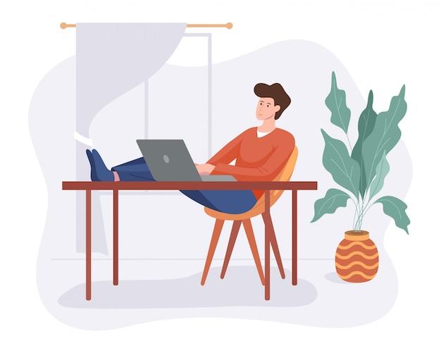 프리랜서 남자는 흰색에 고립 된 컴퓨터 평면 스타일로 테이블에 집 편안한 공간에서 작동합니다. 프리랜서 캐릭터 자영업 개념 온라인 작업.