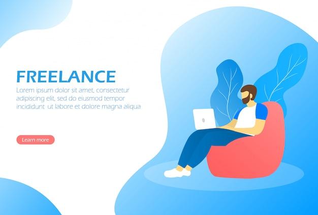 Freelance. удаленная работа. человек сидит на стул мешок и работает на ноутбуке.