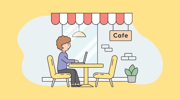 Фриланс, самозанятость и концепция удаленной работы. удаленный работник бизнесмена или фрилансер работает на ноутбуке, сидя в местном кафе.