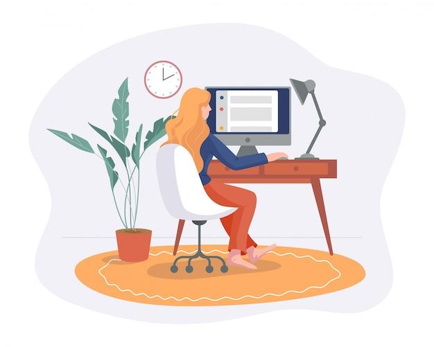 프리랜서 여자는 흰색에 고립 된 테이블 평면 스타일에 컴퓨터와 의자에 집 편안한 공간에서 작동합니다. 프리랜서 소녀 자영업 개념 온라인 작업.