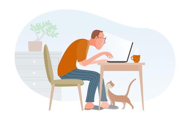 Внештатный молодой человек, работающий жесткий удаленно в домашнем офисе