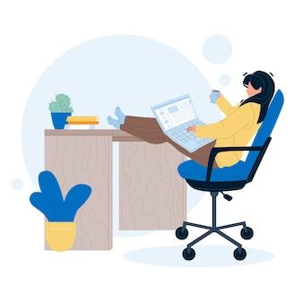 Фрилансер девушка работает на ноутбуке дома вектор. фрилансер молодой женщины с работой чашки напитка онлайн на компьютере на столе. персонаж предприниматель удаленной работы плоский мультфильм иллюстрации