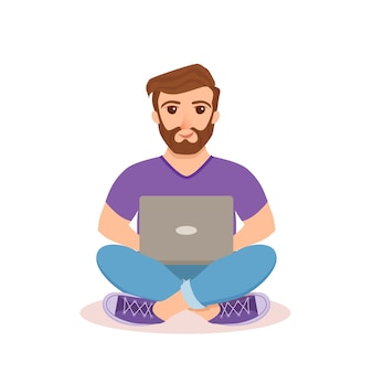 フリーランサーの幸せな若い男性が働いています。コンピューターと一緒に座って、フラットスタイルで家の中で勉強したりネットワークをやっているラップトップを使用している男のイラスト。