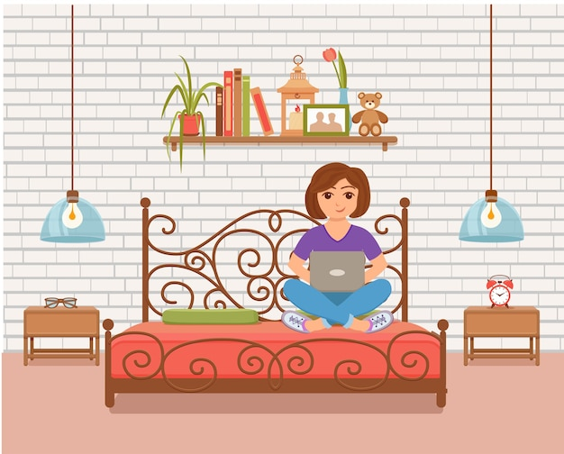 ホームルームのベッドで作業しているフリーランサーの幸せな若い女性。コンピューターと一緒に座って、ラップトップを使用して家の中のインテリアフラットスタイルでネットワークを勉強またはやっている女の子のイラスト。
