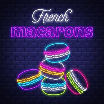 Французские macarons - вектор неонового знака. французские макароны - неоновая вывеска на фоне кирпичной стены