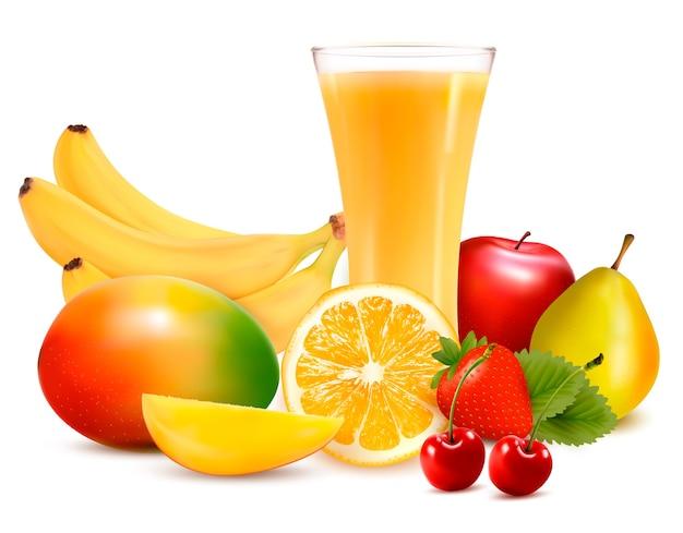 Свежие цветные фрукты и сок