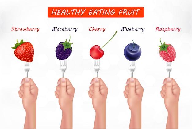 ハンドベジタリアンとビーガンの健康的な食事のコンセプトでフォークに新鮮なジューシーなスライスされた生の果物