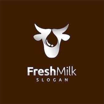 Логотип свежего молока с концепцией капли