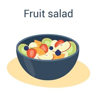 Свежий вкусный фруктовый салат, изолированные на белом фоне