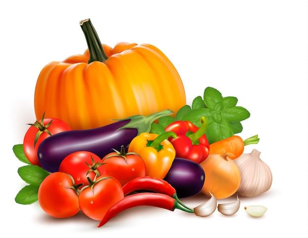 Свежие овощи, изолированные на белом фоне