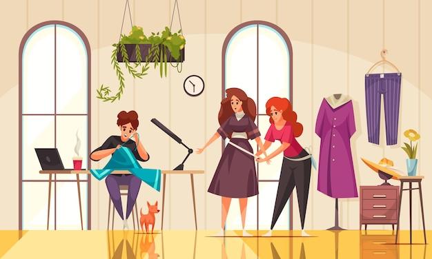 Приветливые швеи измеряют одежду и шьют женщину в современном ателье