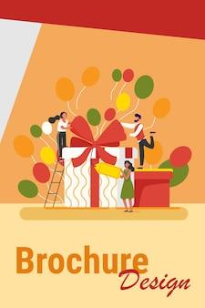 Друзья празднуют день рождения, пакуют подарки. люди, стоящие в настоящих коробках, держат бирку. векторная иллюстрация для сюрприза, вечеринки, праздничного мероприятия, концепции вознаграждения программы лояльности