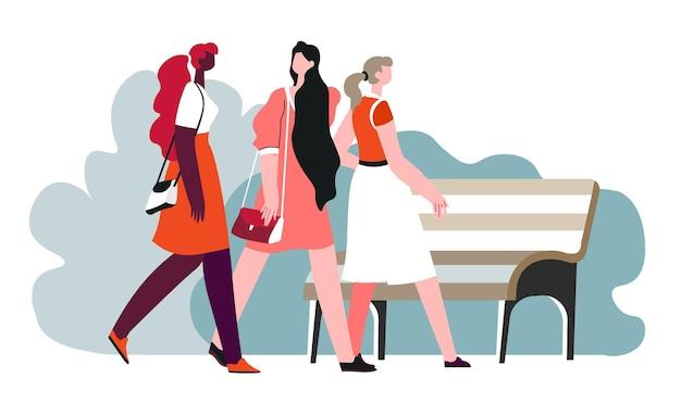 Друзья гуляют и проводят время вместе по выходным. женщины в парке направляются к деревянной скамейке, чтобы посидеть и отдохнуть. социализация и дружба девушек. говорящее дамское общение. вектор в квартире