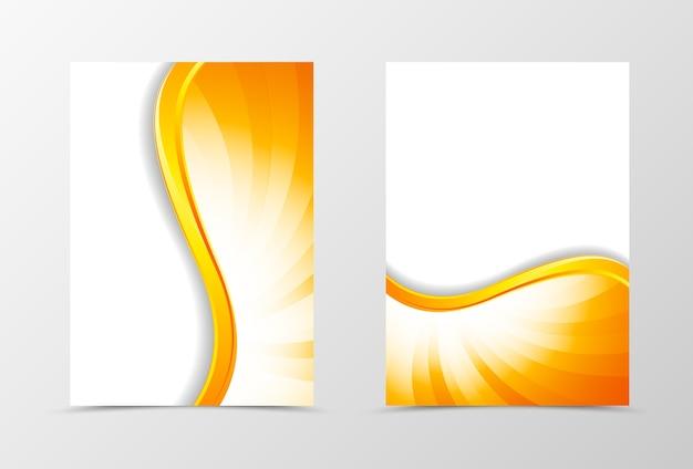 フロントとバックのダイナミックウェーブフライヤーテンプレートデザイン。光沢のあるスタイルのオレンジ色の線で抽象的なテンプレート。