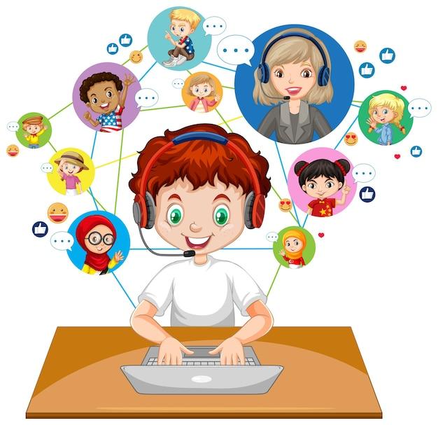白い背景の上の先生や友人とビデオ会議を通信するためにラップトップを使用して少年の正面図