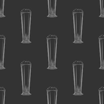 Full beer glass seamless pattern. beer mug with foam.