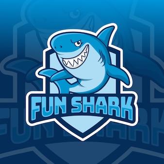 Веселье акула талисман киберспорт дизайн логотипа