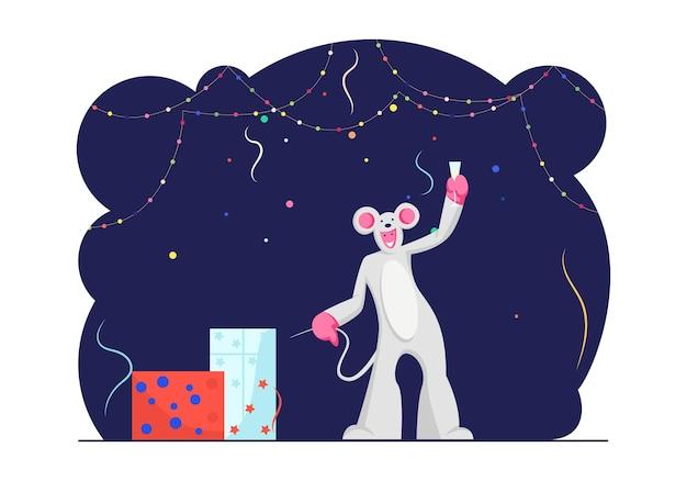 Забавный персонаж в костюме мыши, держащей в руке бокал шампанского в украшенной комнате. мультфильм плоский иллюстрация