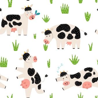 かわいい牛と面白い田舎のシームレスなパターン。牧草地の農家のキャラクター。