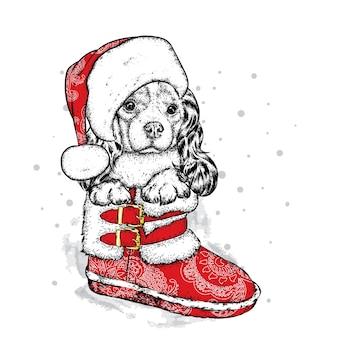 Забавная собака в новогодней шапке. рождество.