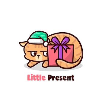 クリスマスプレゼントを見ると面白い表現のオレンジ色の猫