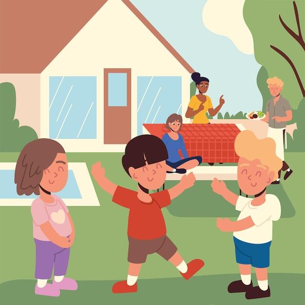 Веселая семья на заднем дворе
