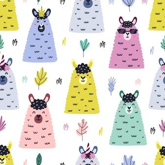 面白いラマはシームレスなパターンに直面しています。手描きの葉と動物。