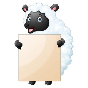 両手で空白記号を保持している面白い羊