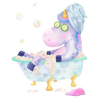 Смешной единорог принимает ванну акварельные иллюстрации