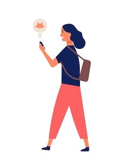 歩きながらスマートフォンを介して通信する面白い若い女性。携帯電話でインターネットをサーフィンする幸せな女の子。オンラインまたはデジタル通信、ソーシャルメディア中毒。フラット漫画ベクトルイラスト。