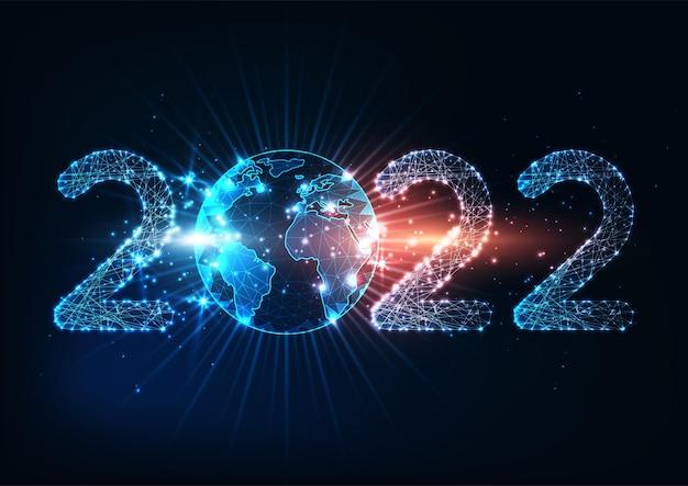 Футуристический новогодний цифровой веб-баннер 2022 года со светящимися низкоугольными цифрами и земным шаром