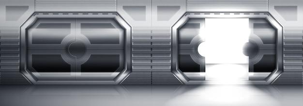 宇宙船、潜水艦、実験室の未来的な金属製引き戸。開いた鋼の門と閉じた鋼の門がある空の廊下のリアルなインテリア。宇宙船または実験室のステンレス製ドア