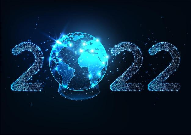Футуристический новогодний цифровой веб-баннер со светящимся низкополигональным числом 2022 и планетой ea ...