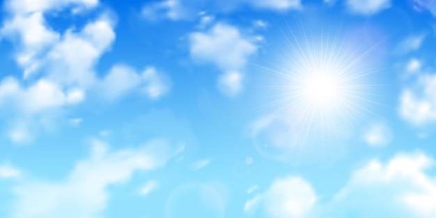 Raggi del sole sfocati attraverso le nuvole sparse sul fondo realistico del cielo blu sfumato