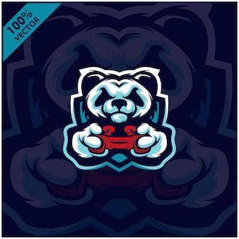 Панда геймер держит game-pad джойстик. талисман дизайн логотипа. иллюстрация игрока для команды киберспорта.