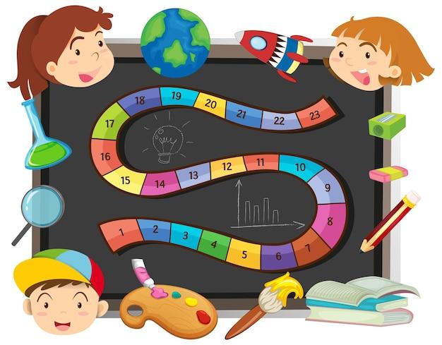 Modello di gioco con bambini e oggetti scolastici