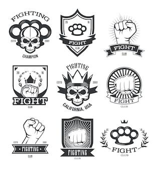 Набор плоских эмблем гангста татуировки. член уличной банды и гангстерские нашивки с черепом, пистолетом, кулаком или кулаком изолировали коллекцию векторных иллюстраций. бойцовский клуб и сила