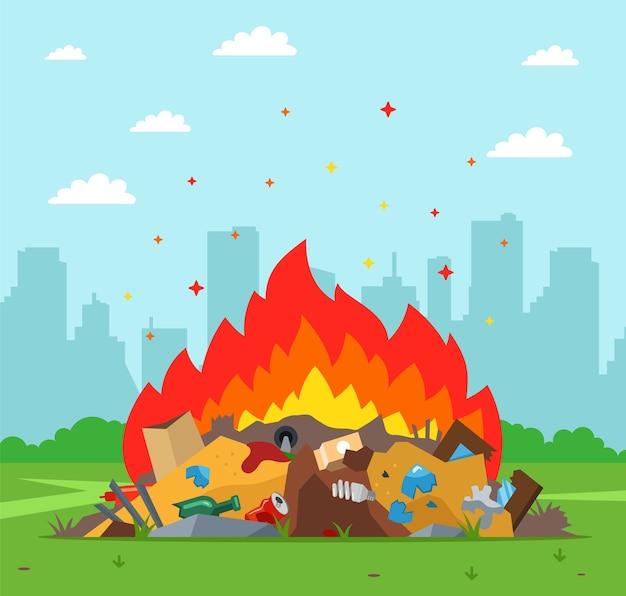 街の背景にゴミ捨て場が燃えています。不適切な廃棄物処理