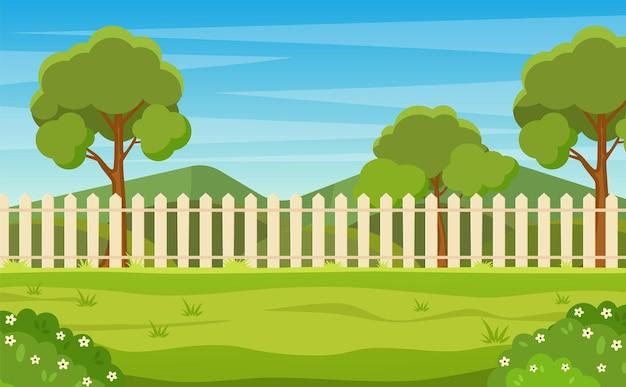 Садовый двор с деревянным забором