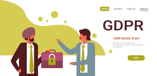 Индийский бизнесмен держал чемодан с замком безопасности gdpr