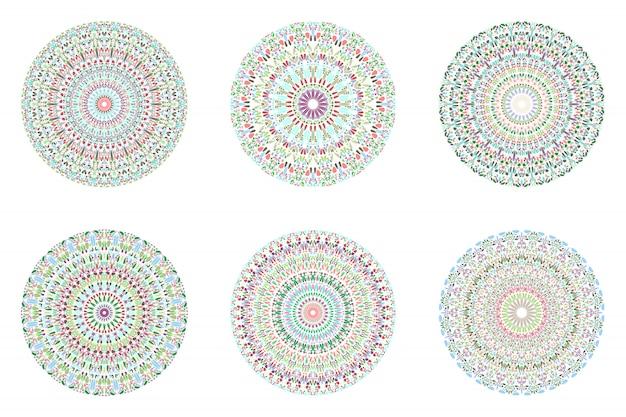 幾何学的な抽象的な円形の円形の花びら模様のマンダラセット
