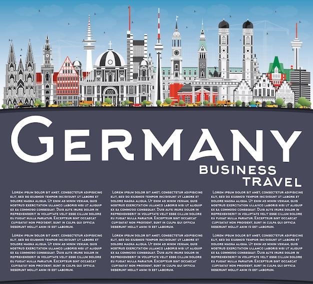 Горизонты города германии с серыми зданиями, голубым небом и копией пространства. векторные иллюстрации. деловые поездки и концепция туризма с исторической архитектурой. городской пейзаж германии с достопримечательностями.