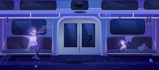 地下鉄の幽霊、死んだ女性と子供が周りにゴミを持って壊れた座席に座っている不気味な放棄された地下鉄のチューブワゴンのインテリア