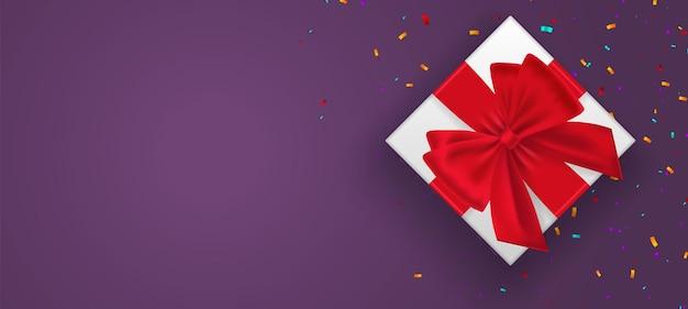 ロープの弓、紫色の背景のベクトル図に分離された赤い果実で飾られたギフトボックス。クリスマスと新年のバナー。上面図。スペースをコピーします。クリスマスの休日。