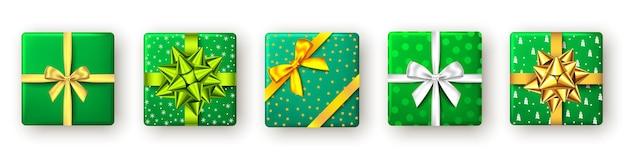 Подарочная коробка с зелено-бело-золотой лентой и бантом, вид сверху рождество
