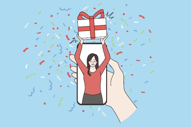 선물 주문 및 배달 온라인 개념입니다. 화면, 배달 또는 충성도 프로그램 벡터 삽화에 선물 상자를 들고 웃는 행복한 여성과 함께 스마트폰을 들고 있는 인간의 손