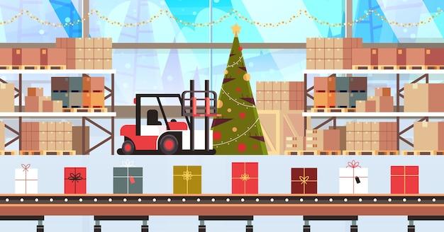 コンベヤーベルト製造プロセスのギフトプレゼントボックス工場現代の倉庫インテリアクリスマス休暇のお祝い